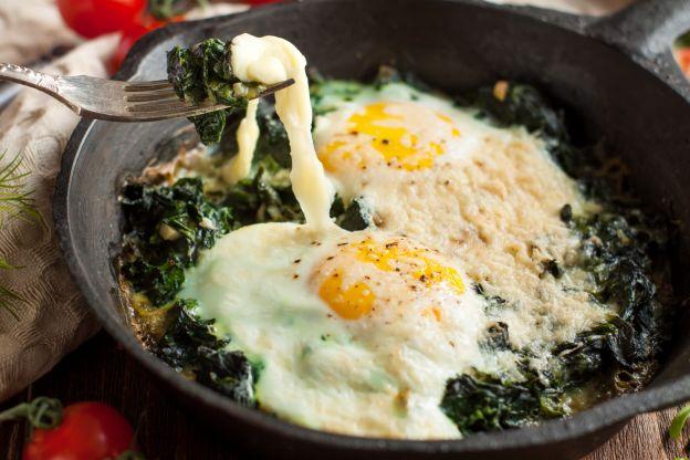 huevos al horno con espinaca