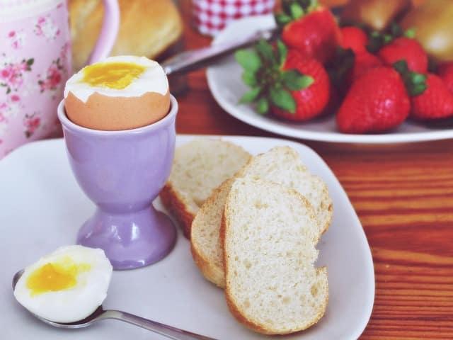 huevos enteros en salsa