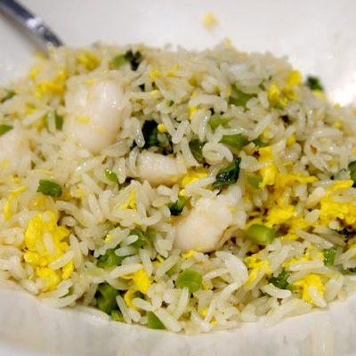 Yema de huevo con arroz, trufa y espárragos