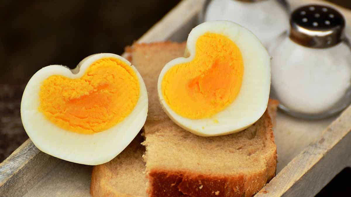 hacer huevos en forma de corazón