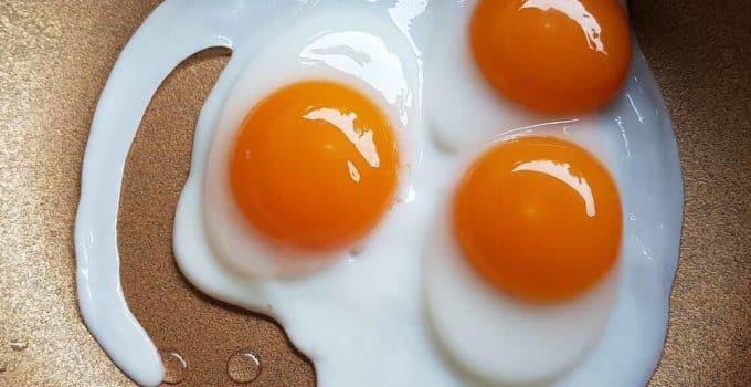 huevos fritos con agua