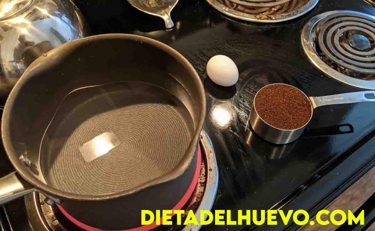 preparar cafe con huevo
