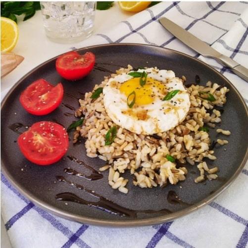 Arroz integral con chía y huevo frito